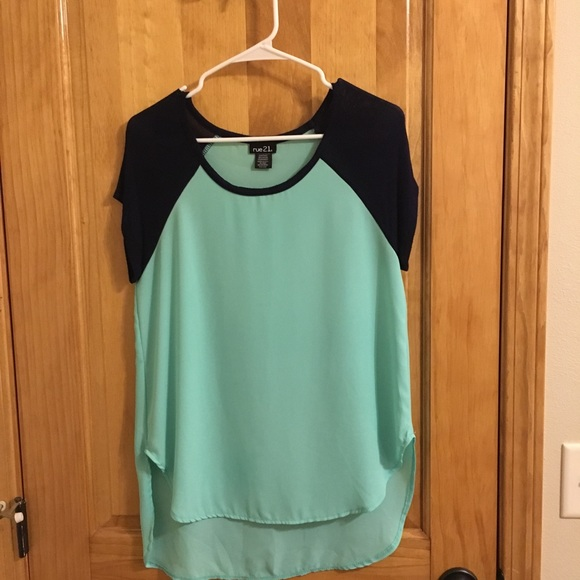 Rue21 Tops - Flowy simple short sleeve top